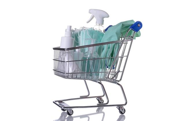 さまざまな種類の消毒剤が入ったショッピングカート