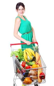 식료품으로 가득한 쇼핑 카트, 대량으로 식료품을 구입하는 쇼핑객, 쇼핑 카트가있는 쇼핑객, 음식으로 가득 찬 슈퍼마켓 트롤리.