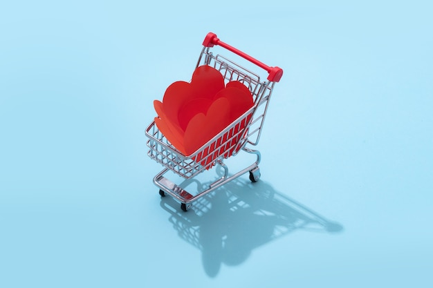 고립 된 발렌타인 데이 대 한 마음 가득 쇼핑 카트
