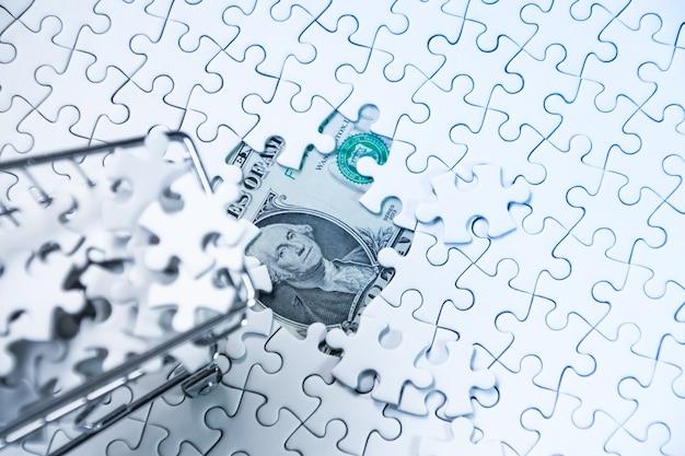 돈 달러, 비즈니스 솔루션 개념, 성공을위한 열쇠에 직소 퍼즐로 가득한 쇼핑 카트