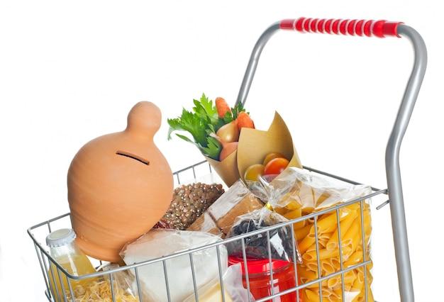 Корзина с копилкой и продуктами питания