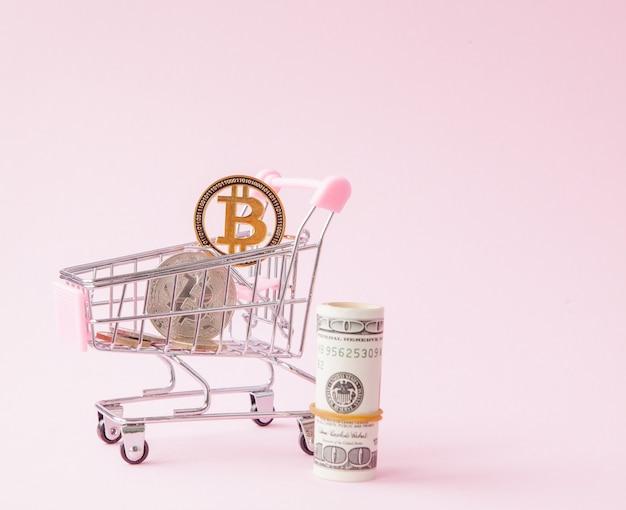 Bitcoin 동전 및 달러 쇼핑 카트