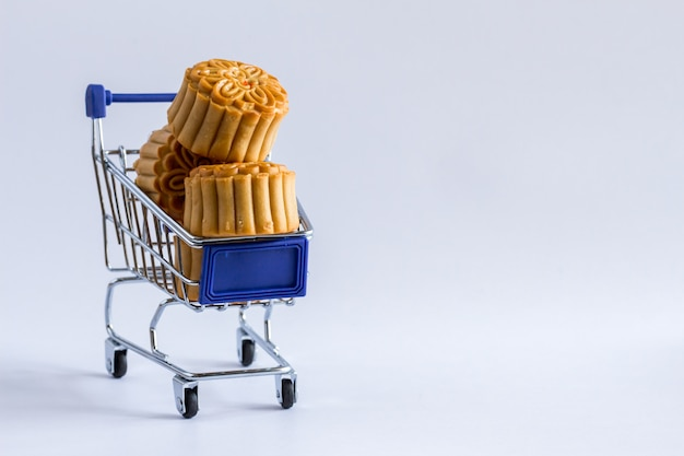 Shopping cart with mooncakes