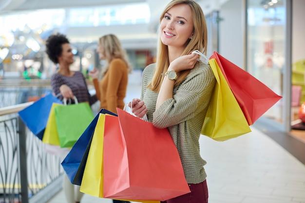 ショッピングモールは女性にとって夢の場所です