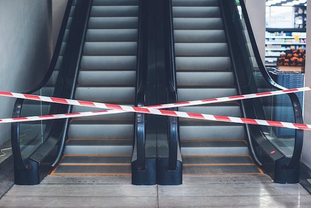 ショッピングモールはコロナウイルスパンデミックを停止するために閉鎖されます