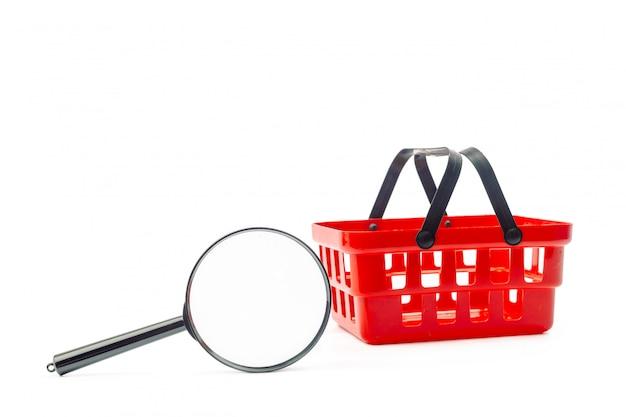 Корзина для покупок и красная лупа