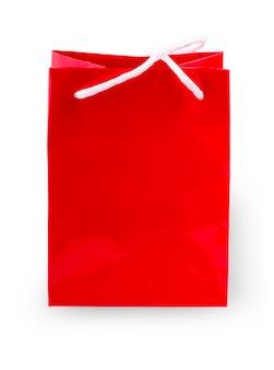 きれいな空白のショッピング赤い紙袋テンプレート。白い背景で隔離のロープハンドルモックアップと単一の段ボールパッケージ