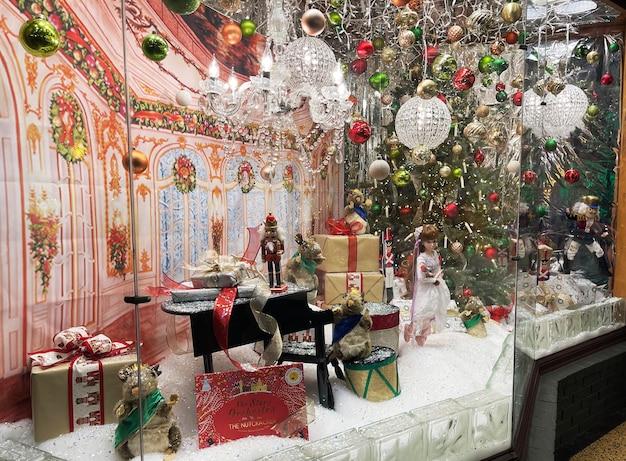 크리스마스 사라토가 스프링스 뉴욕 겨울을 위해 장식된 쇼핑 매장 창