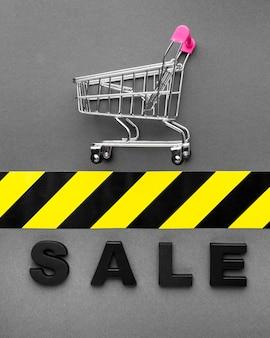 Vassoio della spesa e concetto di vendita