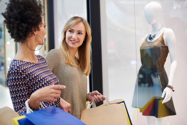 Fare shopping con gli amici è sempre fantastico