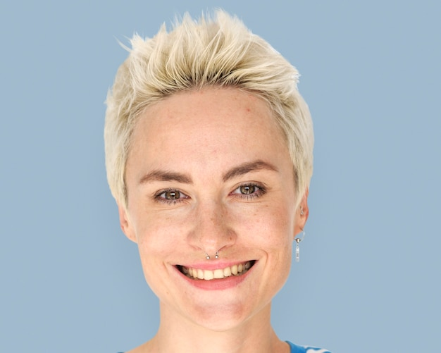 짧은 머리 여자 미소, 얼굴 초상화 클로즈업
