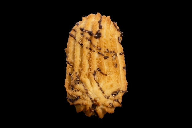 검정색 배경에 고립 된 shortbread 쿠키입니다. 고품질 사진