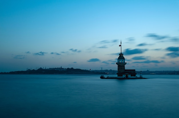 トルコの日の出でキャプチャされたアナトリア公園のショット