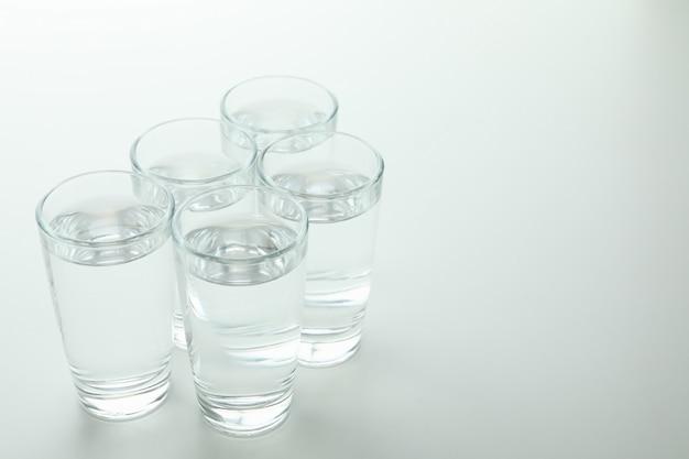 Рюмки водки или текилы на белой поверхности