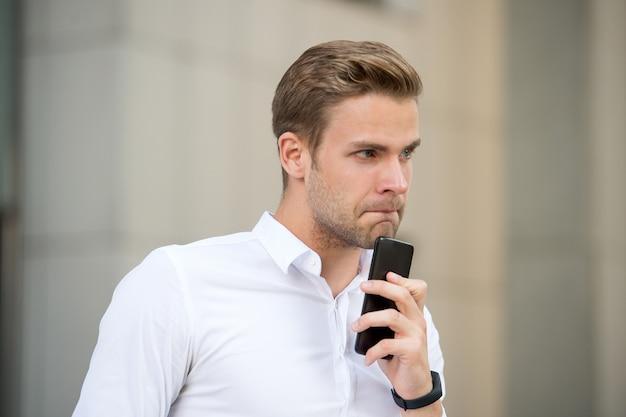 내가 먼저 전화해야 할까? 모바일 협상 성공. 전화하기 전에 몇 분 정도 시간을 보내십시오. 모두가 당신을 부르고 싶게 만드십시오. 대화를 시작하는 방법. 성공적인 전화 대화 팁.