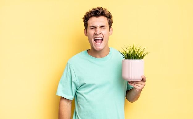 積極的に叫び、非常に怒っている、イライラしている、憤慨している、またはイライラしているように見え、ノーと叫びます。装飾的な植物の概念