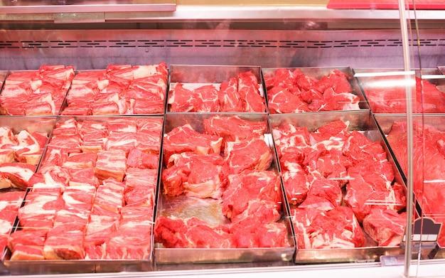 Витрина мяса на рынке