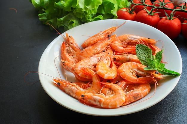 Креветки приготовленные из морепродуктов, готовые к употреблению креветки