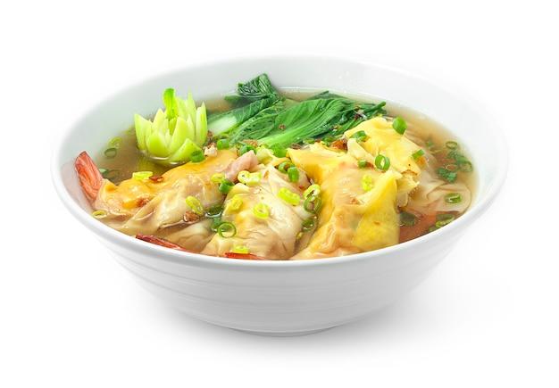 Пельмени с креветкамипак чой овощ с супом, посыпанный зеленым луком и хрустящим чесноком