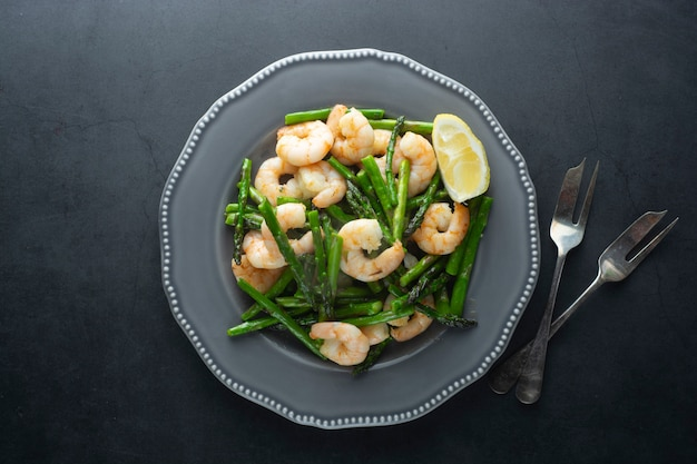 Shrimp and green asparagus