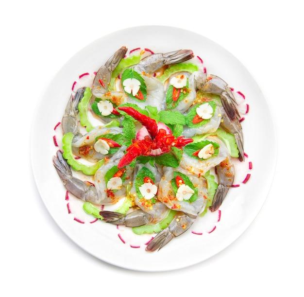 海老をトッピングした魚醤のスパイシーサラダ