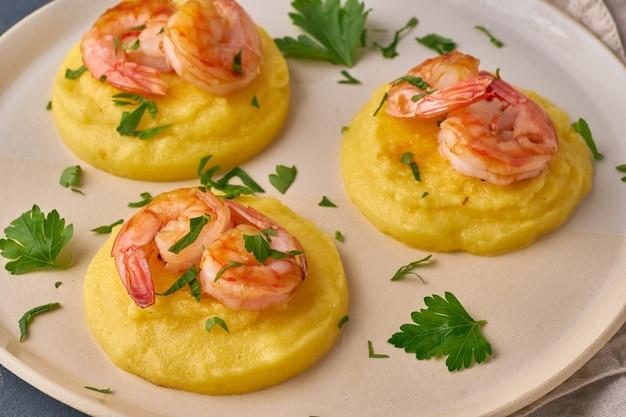 Shrimp&polenta-fodmap dash diet gluten free dish、side view