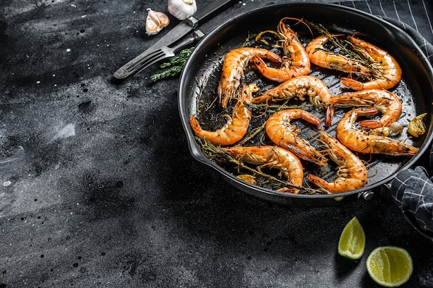 エビ、エビ手長海老の伝統料理をガーリックバッターでレモンとパセリで揚げたもの