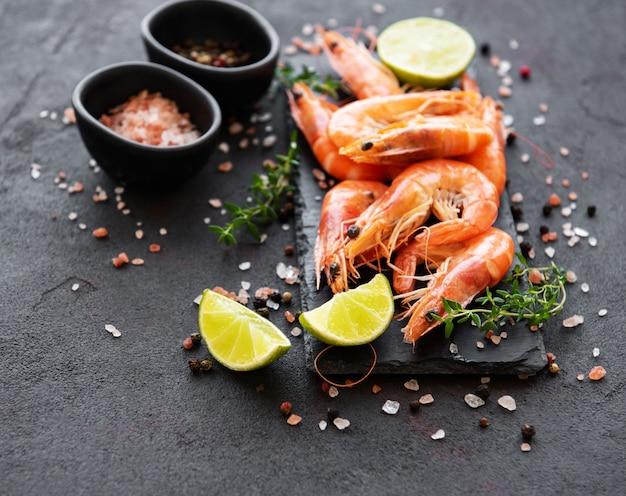 Shrimps or prawns served with lemon