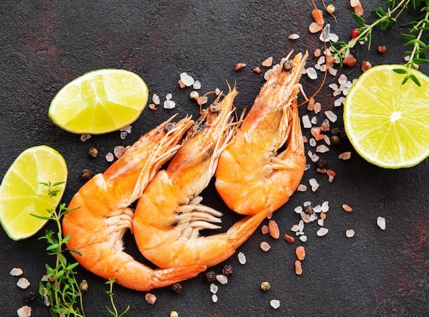 Shrimps served with lemon