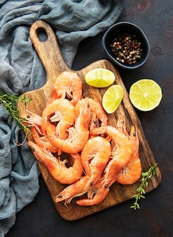 Shrimps served with lemon