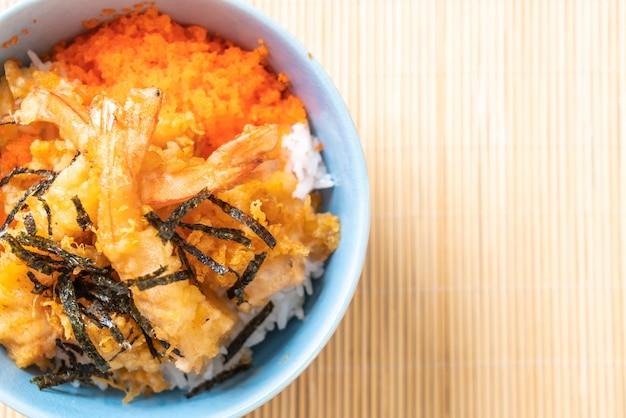 Миска для риса в темпуре с креветками, яйцом из креветок и водорослями