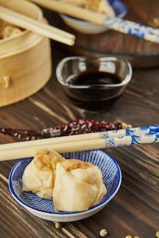 シュウマイ シャオマイ せいろ蒸し中華です。箸と点心。
