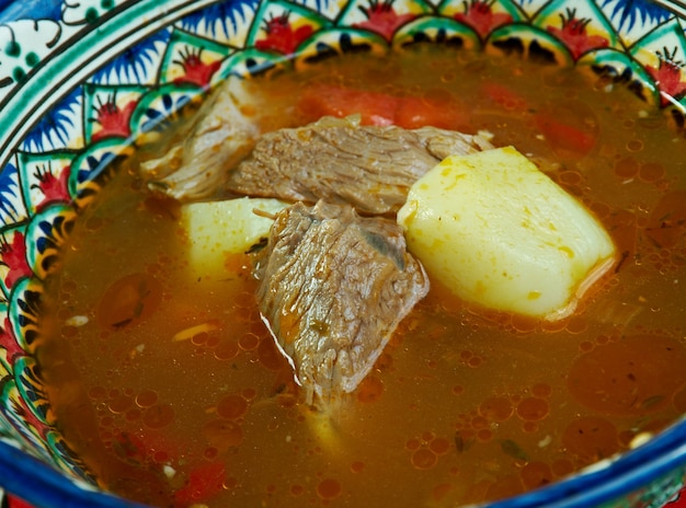 Shurpa-ウズベキスタン料理の肉汁。閉じる