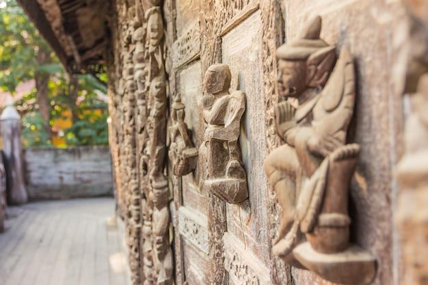 ミャンマー、マンダレーのshwenandaw kyaung templeまたはgolden palace monastery