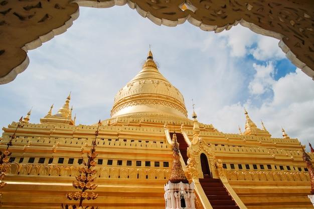 Пагода швезигон - буддийский храм, расположенный в багане, мьянма.