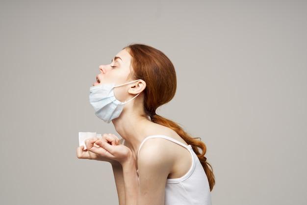 病気の女性インフルエンザ感染ウイルス健康問題明るい背景
