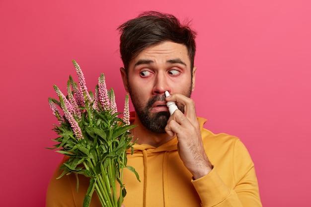 Больной молодой человек, страдающий аллергией, изолированные