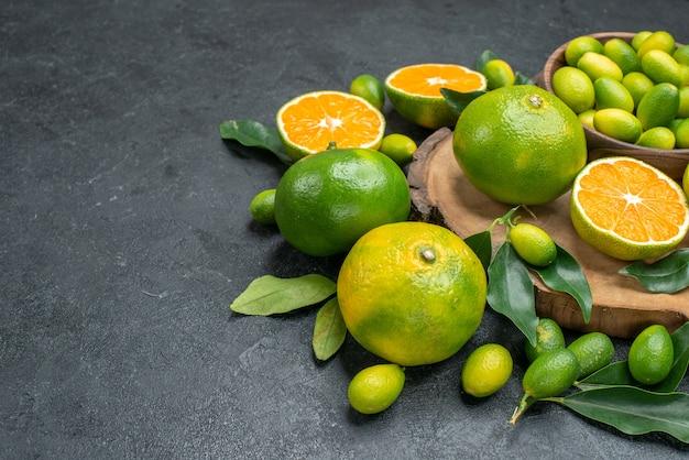側面のクローズアップビューは葉とみかんの柑橘系の果物とまな板を果物