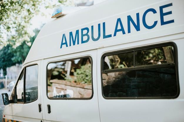 イギリスの救急車の横
