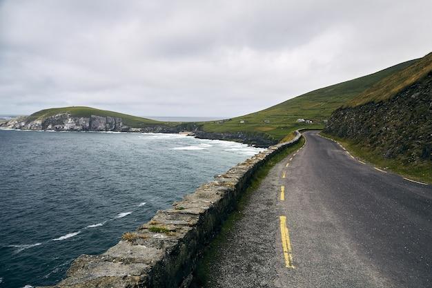 Strada laterale del mare