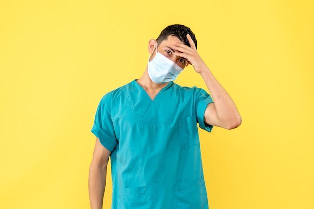 의사가 코로나 바이러스에 대한 새로운 백신의 부작용에 대해 이야기하는 측면보기