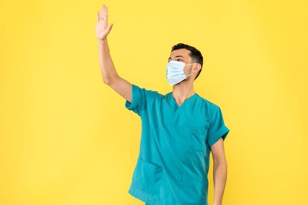 마스크의 의사 측면보기 의사가 코로나 바이러스 전염병 동안 손 씻기에 대해 이야기합니다.