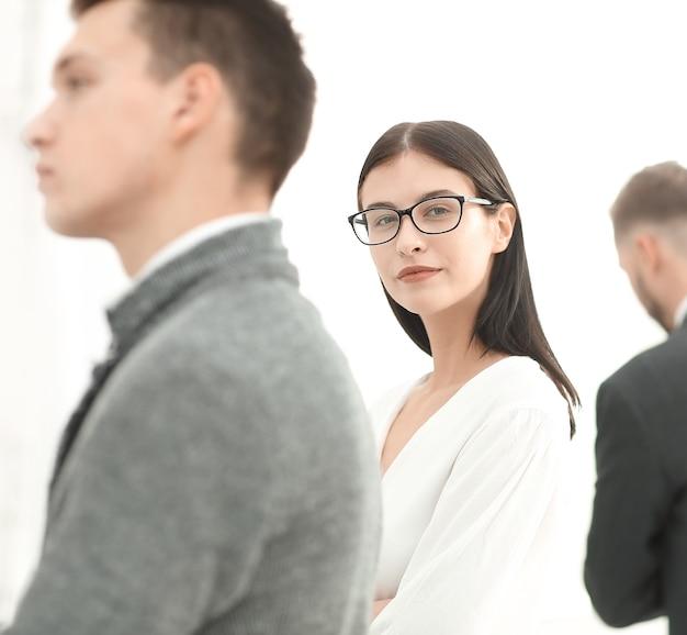 사무실에서 측면 view.businesswoman 및 비즈니스 팀 서. 복사 공간 사진