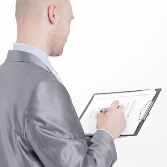Вид сбоку. уверенный бизнесмен с финансовыми документами