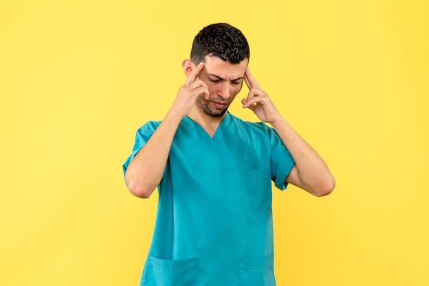 Vista laterale un dottore un medico pensa che i vaccini contro il coronavirus aiuteranno le persone a riprendersi