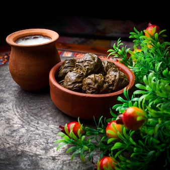 ヨーグルトと粘土板に酢とサイドビュードルマ