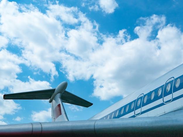 旅客機の側面図胴体。ボディ、イルミネーターの生。