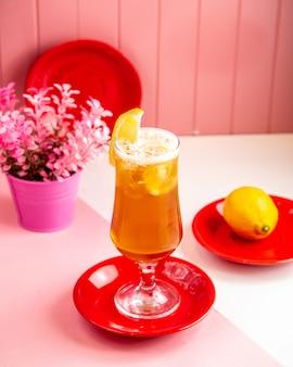 レモンと側面図レモンレモネード