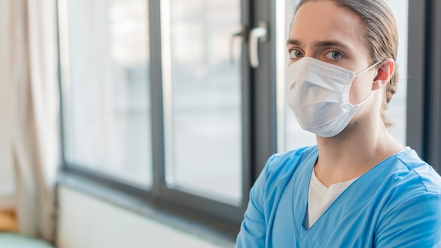 Side view nurse male with medical mask