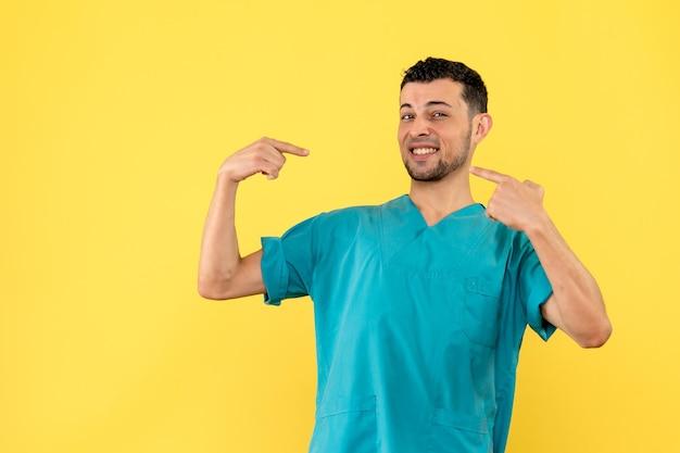 의사의 측면보기는 건강 상태에 대해 이야기하고 있습니다.